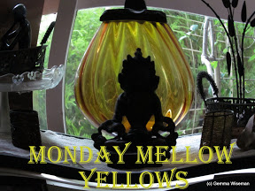 LOGO - PHOTOS - Monday Mellow Yellow
