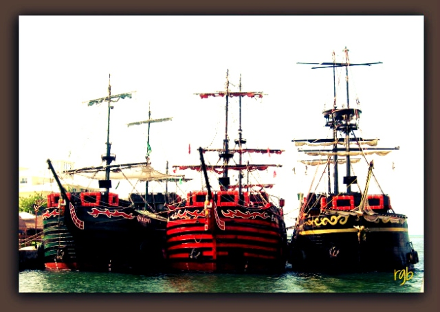 Split Tone - Boats - Ovelay Ann