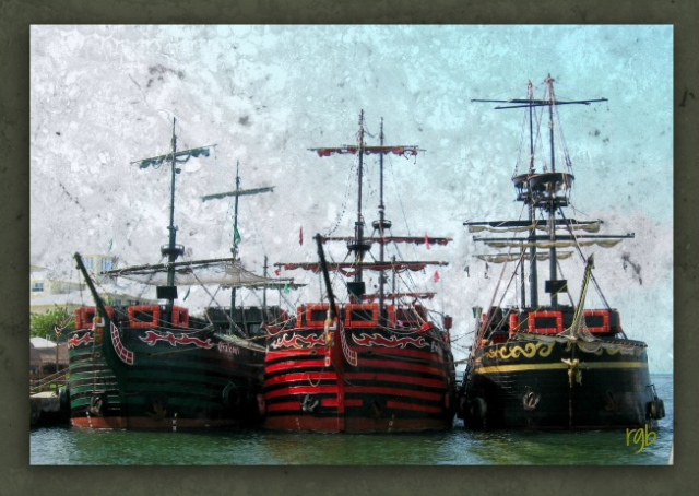 Split Tone - Boats - Pixlr - Grunge